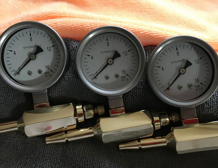Pressure tester for medical oxygen